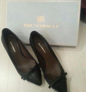 Почти новые туфли Bruno Magli