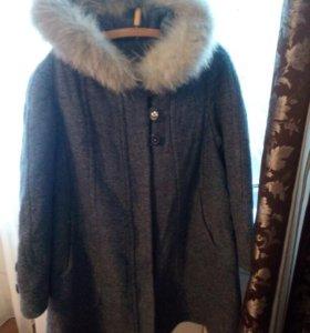 Драповое пальто с мехом.