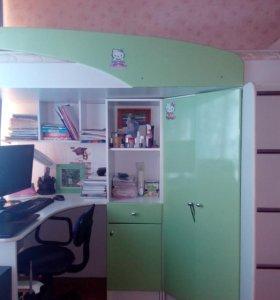Двухяпусная кровать, со шкафом и рабочей зоной
