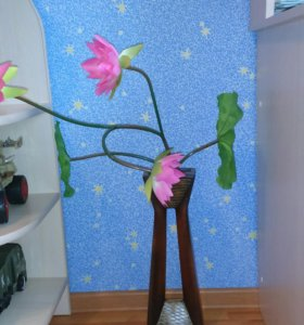 Ваза с искуственными цветами