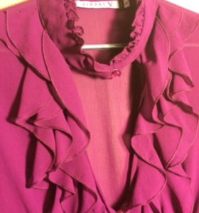 Блузка с глубоким декольте