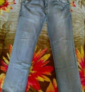 Продам мужские летние джинсы