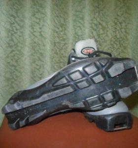 Ботинки лыжные 35 р sns