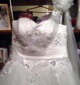 Свадебное платье(подойдёт для беременной)