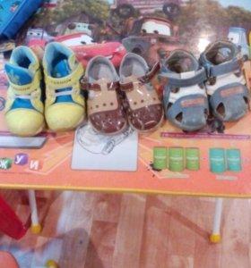 Сандали кож.,кроссовки утепленные,размер сандали21