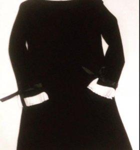 Туника-платье с манжетами.