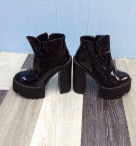 Ботинки лаковые черные