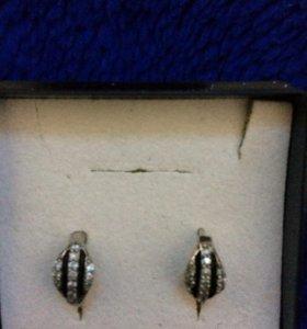Серебряные серьги с гранатом