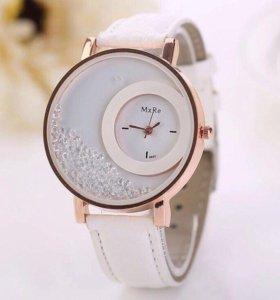 Часы с россыпью камней