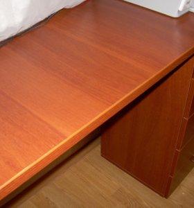 Письменный стол с тумбой для бумаг