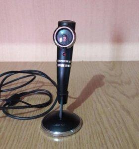 Веб камера со встроенным микрофоном.