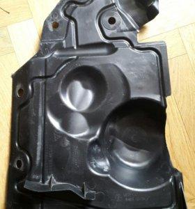 Пыльник двигателя боковой правый для Nissan