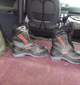 Продам зимние ботинки зимние новые