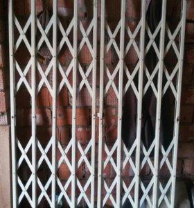Дверь-решетка раздвижная железная