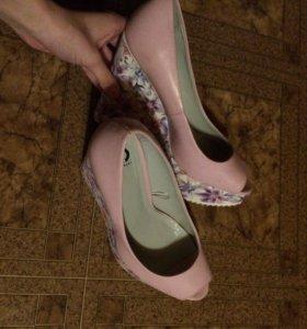 Туфли на каблуке новые
