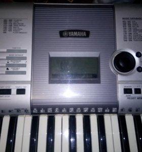 Синтезатор полупрофессиональный