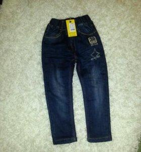 Детские джинсы новые утеплённые.