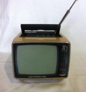 Автомобильный телевизор времен СССР