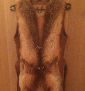 Жилетка кожанная с мехом лисы