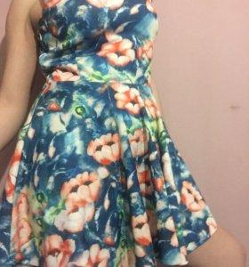 Яркое очень красивое платье