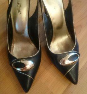 Продам кожаные туфли 39
