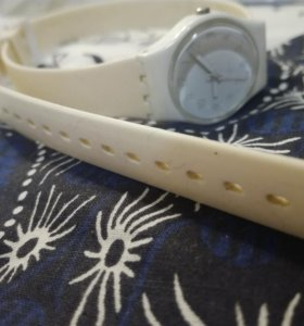 Часы Swatch оригинальные на длинном ремешке.