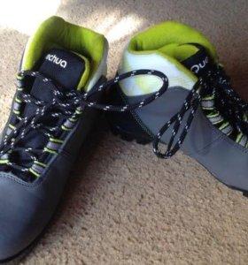 Ботинки лыжные детские р. 33