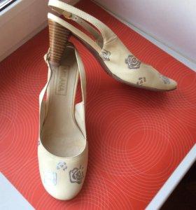 Туфли босоножки бежевые новые