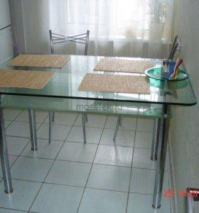 Большой стеклянный стол