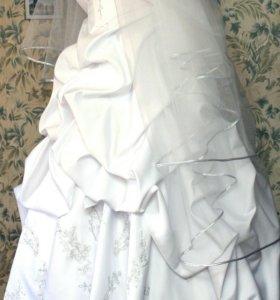 Красивое свадебное платье + длинная фата