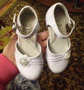 Новые туфельки для маленькой принцессы.