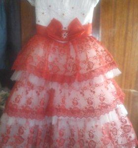 Платье на возрост6-7лет