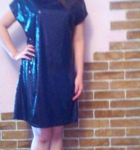 Вечернее платье с пайетками .
