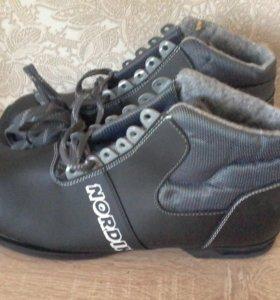 Новые лыжные ботинки 37 размера