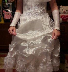 Нарядное платье для девочки с перчатками.