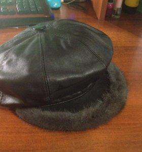 Новая кожаная женская шапка с козырьком