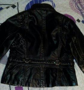 Куртка на девочку кожанная(4-6лет)