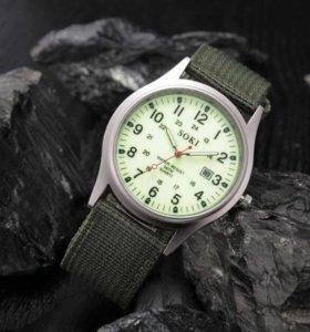 Часы милитари с люминесцентным циферблатом