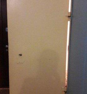 Дверь металл.