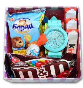 Сладкий подарочный набор со сладостями и часами