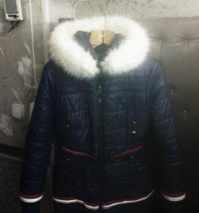 Куртка очень хорошо облегает фигуру,с капюшоном