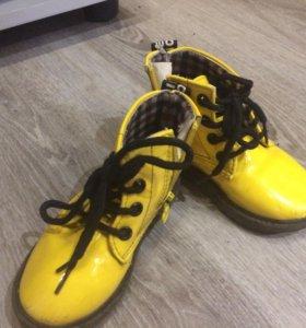Детские ботиночки весна-осень лаковые. Размер 22.