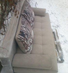 Продаю Новый диван и пуфики