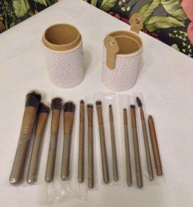 MAC набор профессиональных кистей для макияжа.
