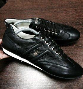 Продам кроссовки Armani (новые)