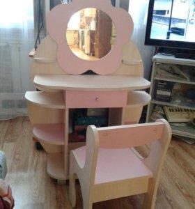 Столик с зеркалом для девочки