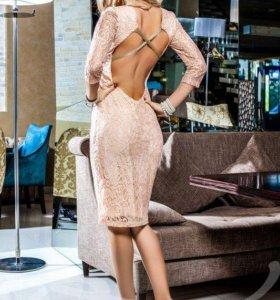 Облегающее красивое гипюровое платье