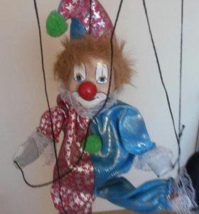 Клоун на веревочках....