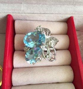 Кольцо серебряное с топазами