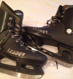 Коньки хоккейные р.44-45